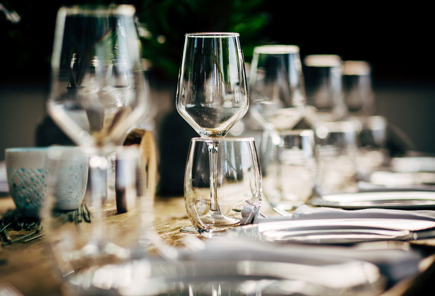 dinner setting glasses